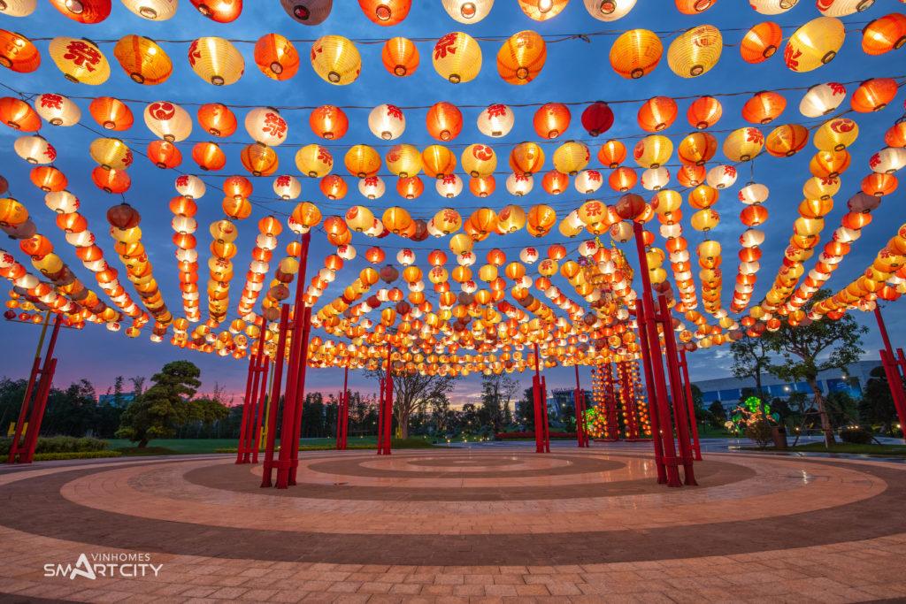 Một góc quảng trường lễ hội đèn lồng