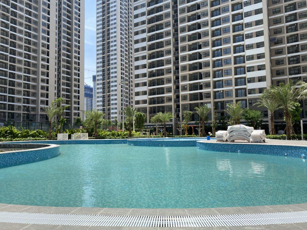 Bể bơi nội khu chung cư Vinhomes Smart City